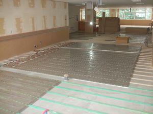 施工写真 面状発熱体(木床構造)1