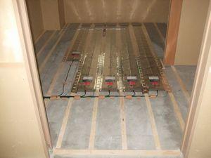 施工写真 面状発熱体(木床構造)2