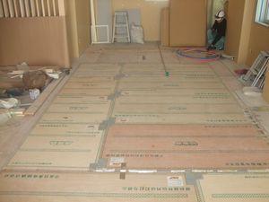 施工写真 木質床暖パネル1